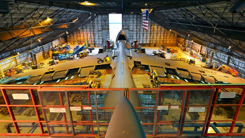 Illustration for article titled This Massive Hangar Bay Is Where The USAF Gives Its Biggest Jet A Tune-Up