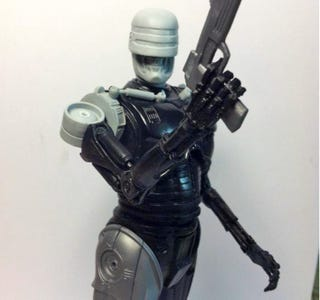 Illustration for article titled This RoboCop + Terminator Mashup Figure Needs to Exist