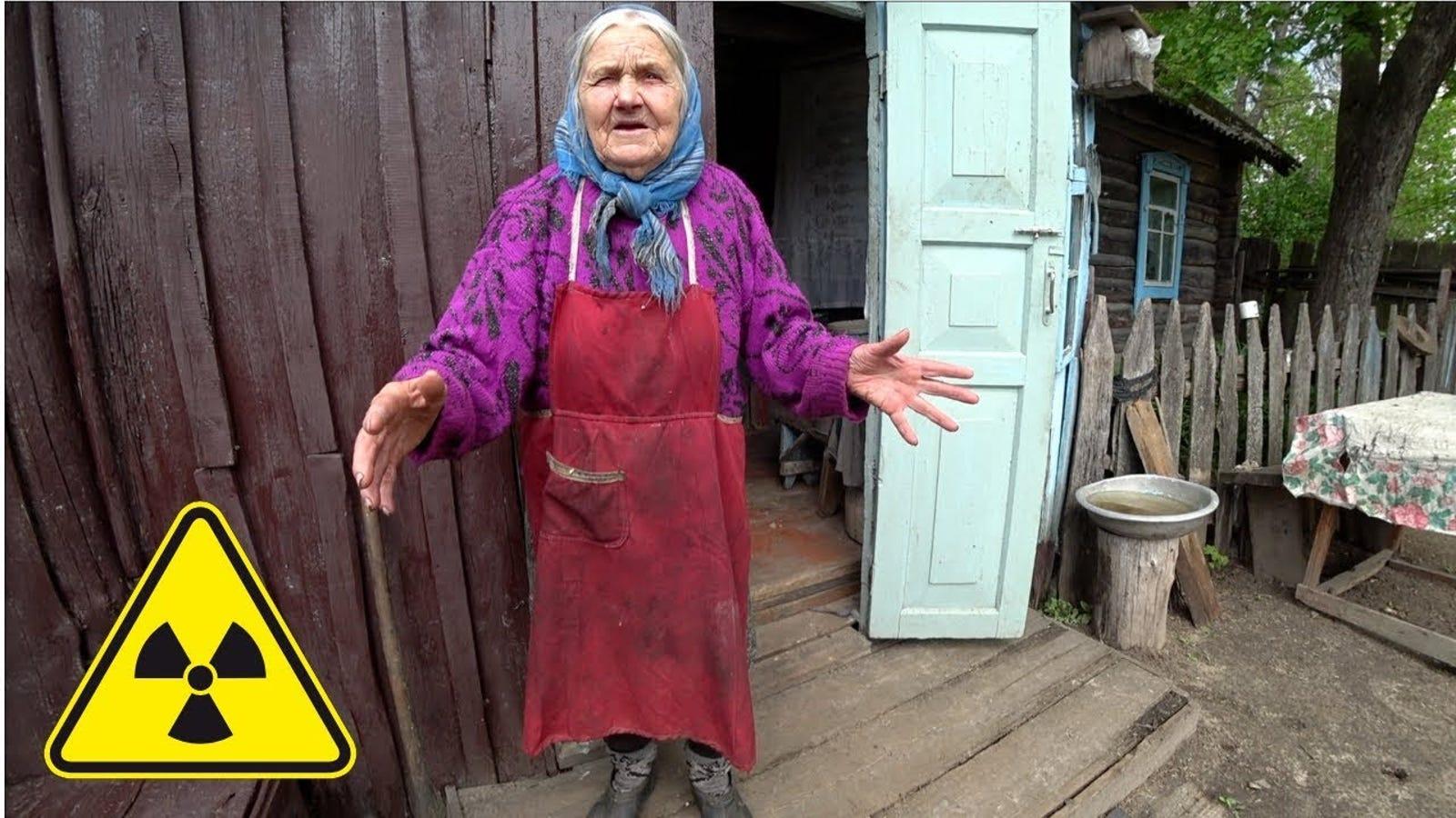 Regresa a la zona prohibida de Chernóbil para llevarle la compra a la anciana que se encontró viviendo allí