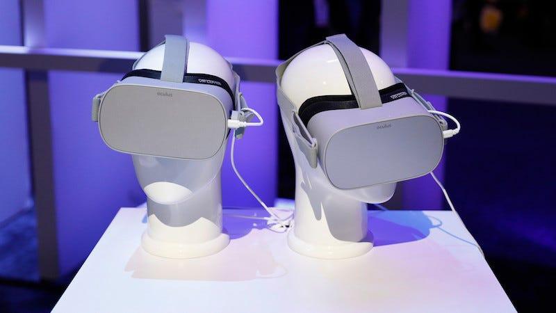 Miles de mandos de las nuevas headsets de Oculus tienen mensajes secretos por dentro.