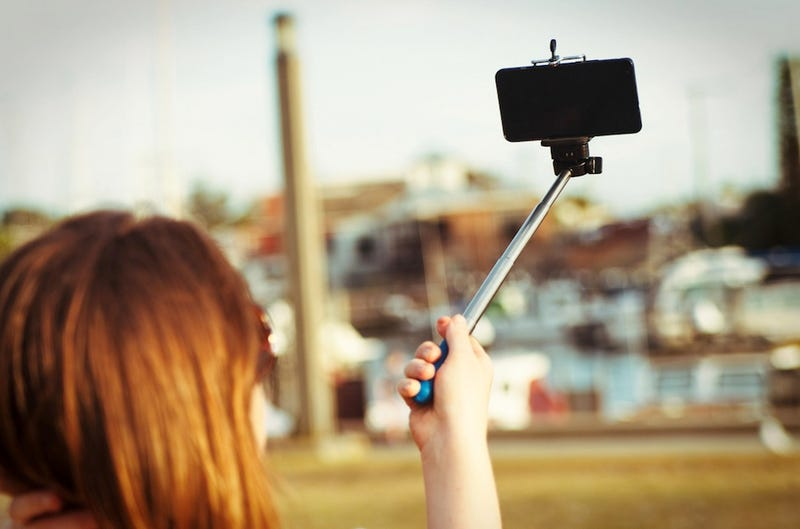 Illustration for article titled Selfie Stick Shuts Down Ride at Theme Park