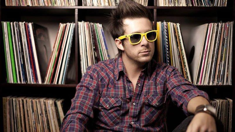Illustration for article titled Sexist DJ in Dumb Sunglasses Shows Why It's Tough For Women DJs to Thrive