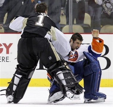 Illustration for article titled Mr. Glass Rick DiPietro To Miss A Month After One-Punch Knockdown