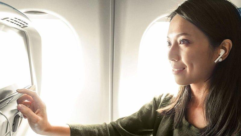 Illustration for article titled El AirFly de Twelve South te permite usar tus auriculares inalámbricos con dispositivos no compatibles