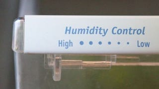 """Remember """"Rot-Low, Wilt-High"""" for Storing Veggies in Humidity Drawers"""