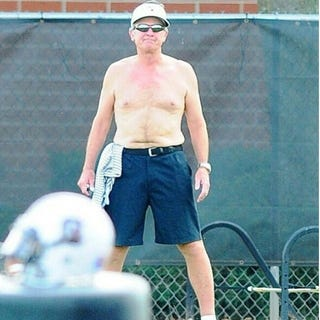 Illustration for article titled Winter's Almost Over: Steve Spurrier Is Shirtless Again