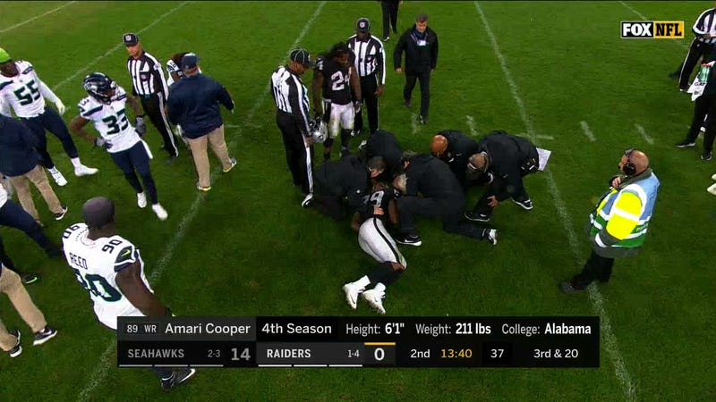 Illustration for article titled No Flags Thrown After Helmet-To-Helmet Hit On Amari Cooper