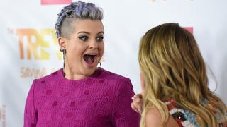Illustration for article titled Kelly Osbourne Puts On Curly Wig, Asks to 'Call Her Rachel'