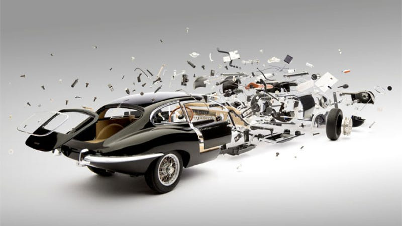 """Illustration for article titled Explosivas imágenes de coches """"desguazados"""" pieza a pieza"""