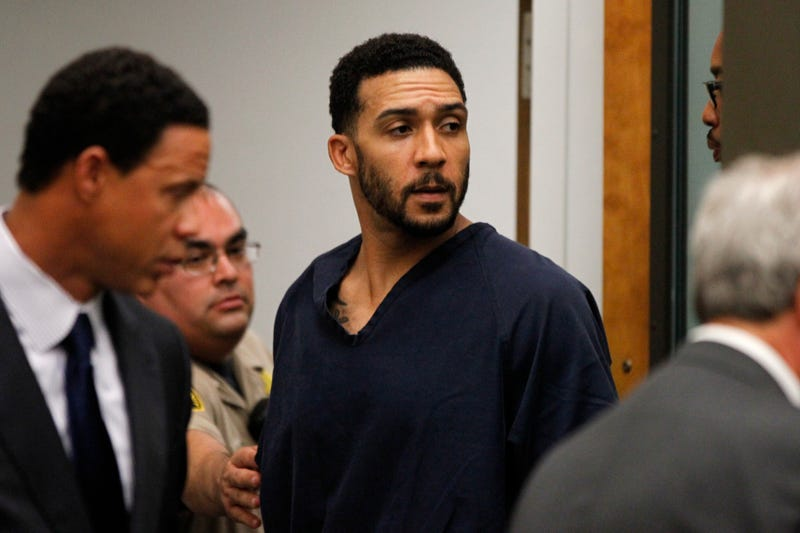 Illustration for article titled Kellen Winslow Jr. Back In Jail After Reportedly Touching Himself in Front of 77-Year-Old Woman
