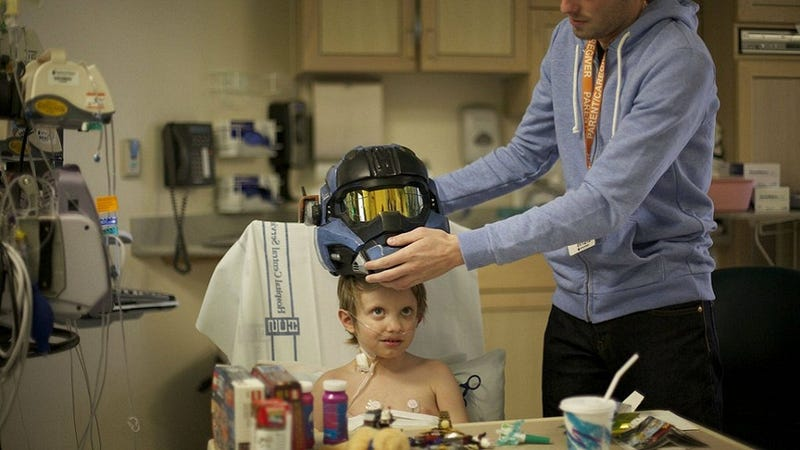 Illustration for article titled Bungie Uses Halo Helmet To Cheer Up Sick Child