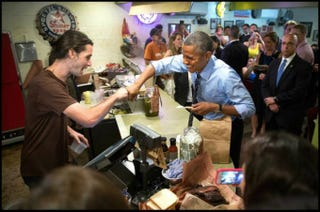 Illustration for article titled Gay Food Worker Gets Fist Bump From President Obama