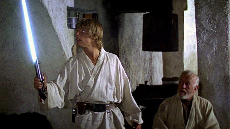 Illustration for article titled En realidad hay dos sables láser en el nuevo tráiler de Star Wars