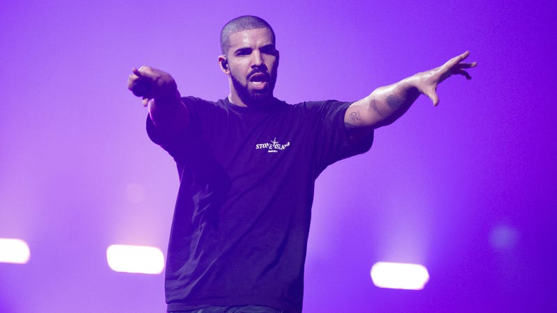 Illustration for article titled Drake showed up to play Fortnite on Twitch, destroyed a site record in the process