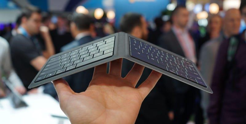 Illustration for article titled Este teclado plegable de Microsoft para iOS y Android es una belleza