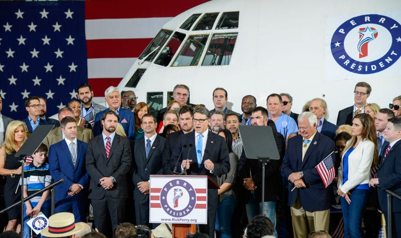 Illustration for article titled Rick Perry Rented A C-130 Hercules To Use As Campaign Kickoff Backdrop