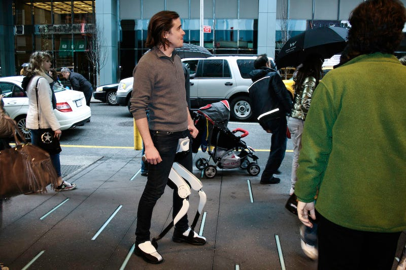Illustration for article titled Honda Walking Assist: A Cybernetic Walk In Times Square