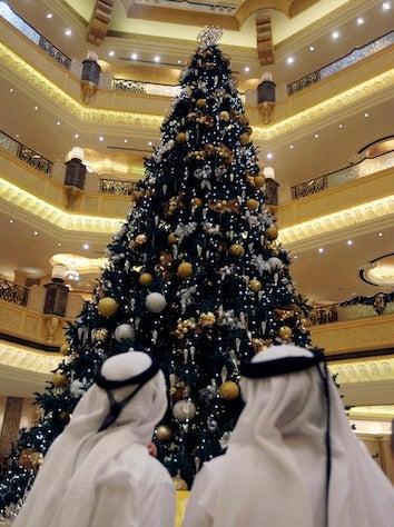 "Illustration for article titled Abu Dhabi Hotel ""Regrets"" $11 Million Christmas Tree"