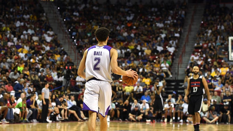 Lonzo Ball dealing with mild groin injury, won't play Monday