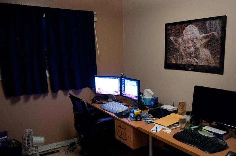 Illustration for article titled Office Makeover: Multiple Monitors and Middle Earth - Gallery