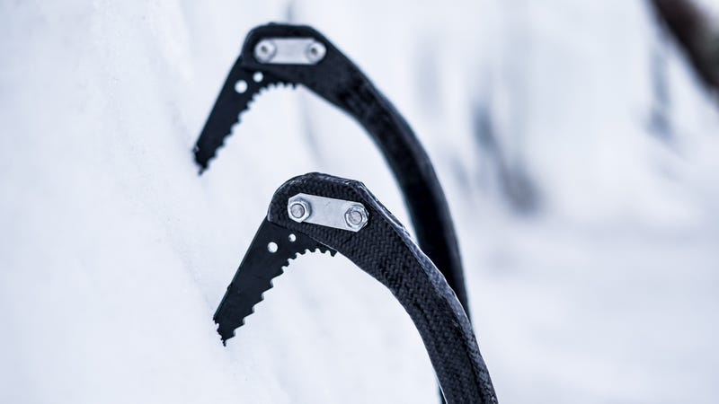 Illustration for article titled Meet The Crazy Climber Who Made His Own Carbon-Fiber Ice Axes