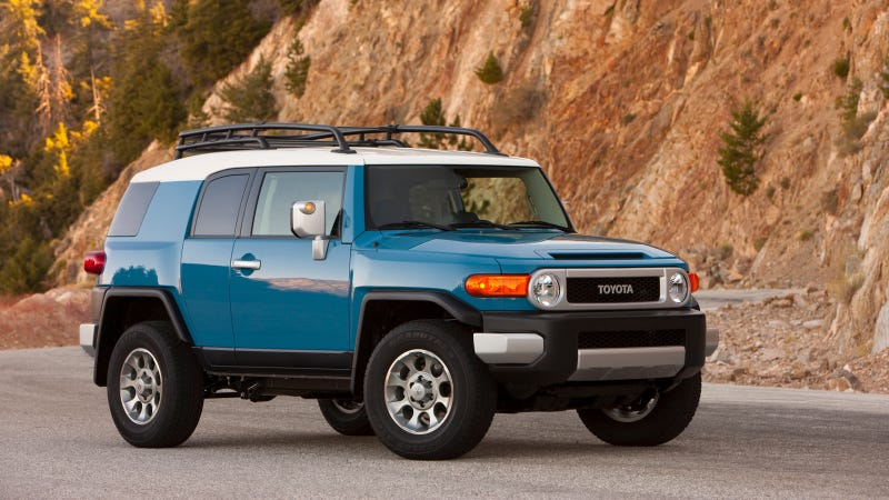 Illustration for article titled 2014 Toyota FJ Cruiser Continues A Long Tradition of Off-Road Capability