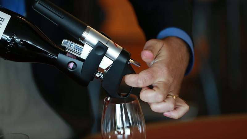The Coravin in action (Photo: Jonathan Wiggs/The Boston Globe via Getty Images)