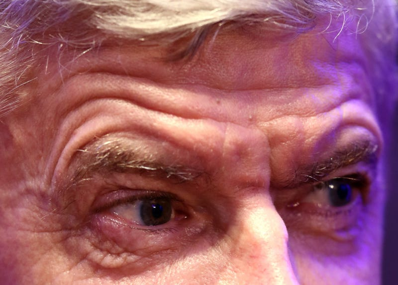 Illustration for article titled Arsène Wenger May Look Like Your Grandpa, But He Chills Like A College Freshman