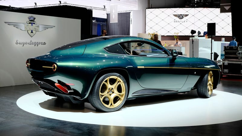 Illustration for article titled Throw Acid In My Eyeballs It's A Green/Gold Alfa Romeo Disco Volante