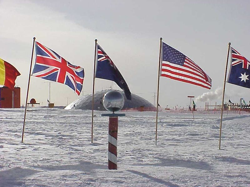 Illustration for article titled Pollution Made It To The South Pole Before The First Explorers Did