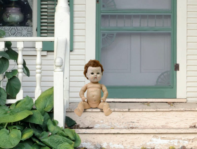 Illustration for article titled Horrifying Doll Sitting On Neighbor's Porch Whether It's Halloween Or Not