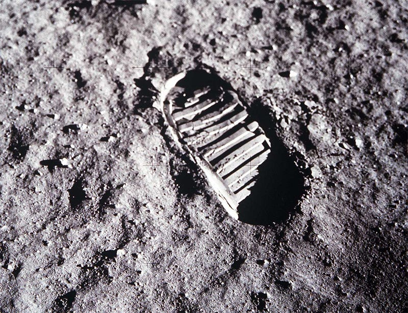 Illustration for article titled Apollo Mission Footprints Are Disappearing Faster Than We Thought