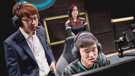 How Pro Gamers Live Now: Curfews, Personal Chefs, And All Of It On