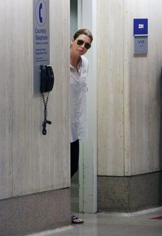Illustration for article titled Ellen Pompeo Prefers Her Courtesy Phones Black