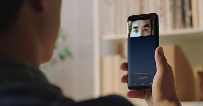 Illustration for article titled Hackers burlan el escáner de iris del Galaxy S8 usando solamente una cámara, una impresora y lentillas