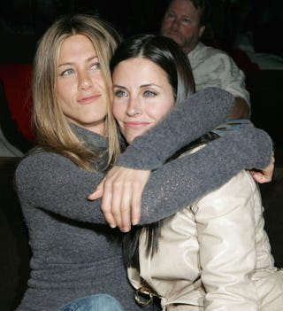 Illustration for article titled Aniston & Cox Ate The Same Lunch For 10 Years;  Lindsay Can Keep Drinking For $10K