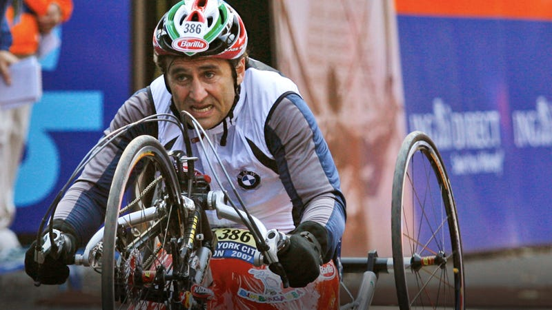 Illustration for article titled How ex-racing champ Alex Zanardi won the New York City Marathon without legs