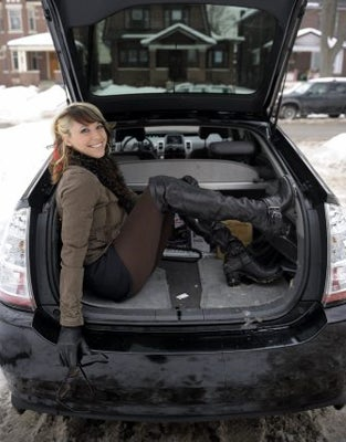 Illustration for article titled Canadian Rocker, Pink Backup Singer Rocks Prius Un-Ironically