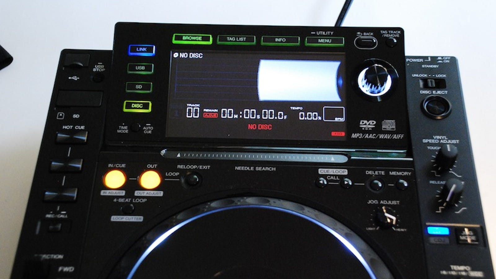 Pioneer CDJ-2000 Lets You Mix With the Help of a Big