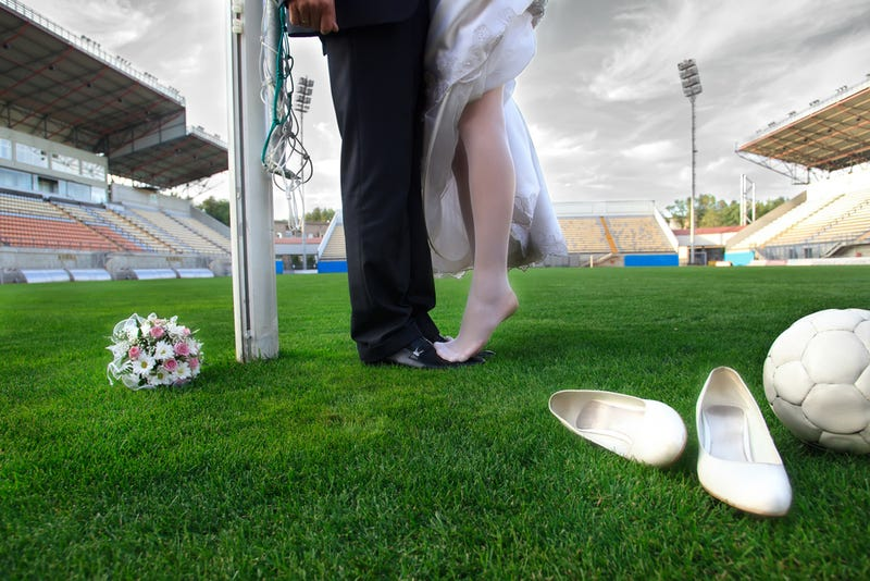 Illustration for article titled Everyone's A Winner: Your Amazing Sports-Themed Weddings And Proposals