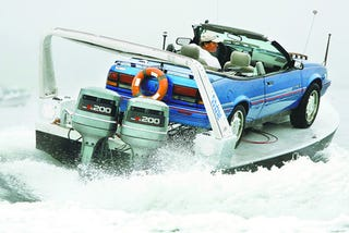 Illustration for article titled The Pontiac Sunbird Convertible Powerboat Is Insanely Awesome