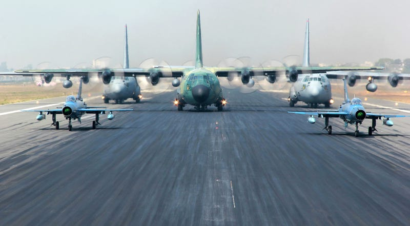 Illustration for article titled Cool picture of five airplanes ready to take off feels like CGI