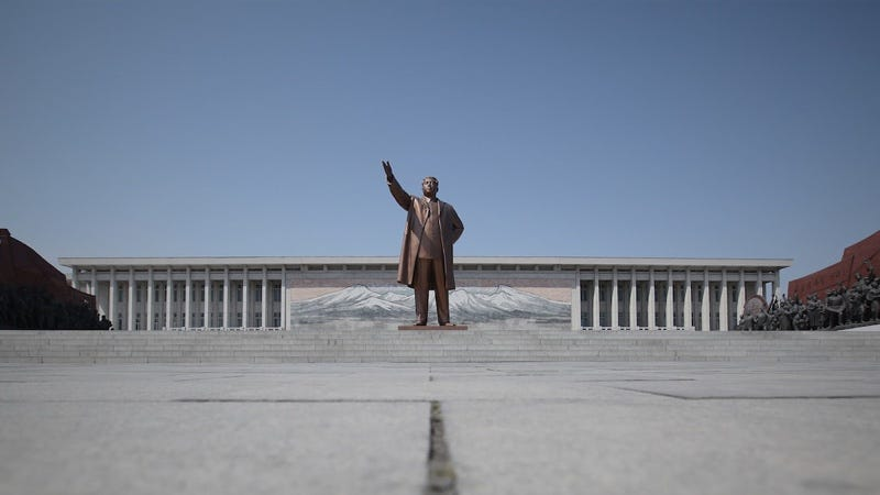 """Illustration for article titled Corea del Norte abre las puertas al turismo ruso con el lema """"más seguro que un paseo nocturno por Londres"""""""