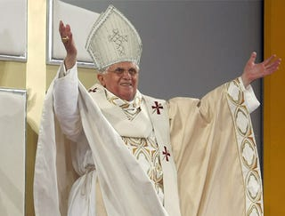 Illustration for article titled Pope Puts On Rally Mitre