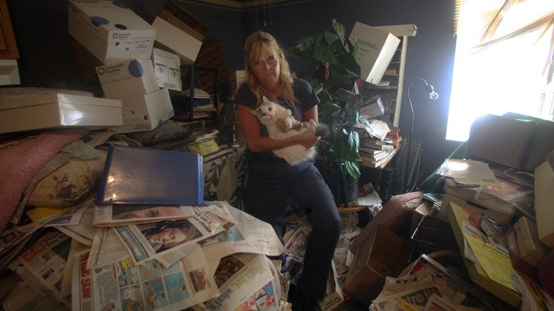 Illustration for article titled Still Think Print Is Dead? This Woman's Home Contains Over 25,000 Newspapers!