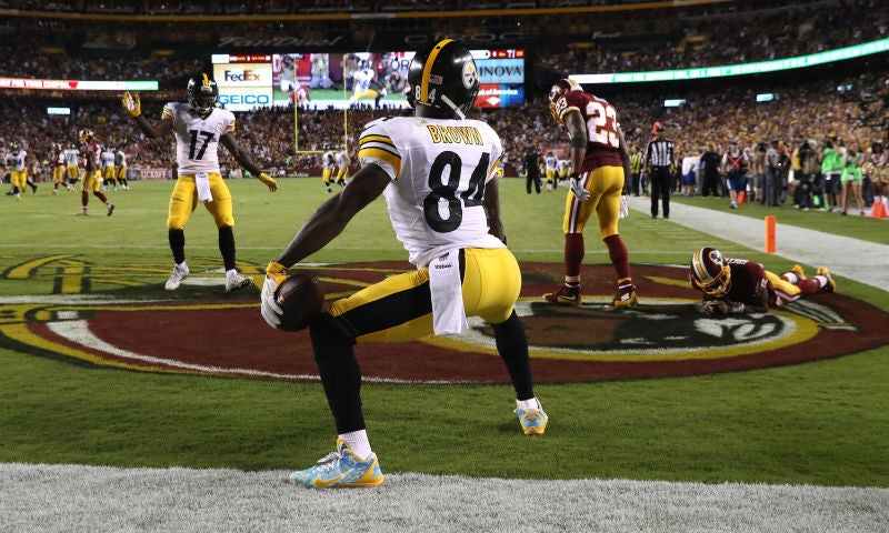 Antonio Brown was told by refs to change cleats at halftime