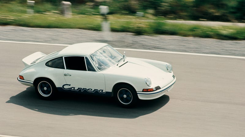 Illustration for article titled The Porsche 911 2.7 RS Was Born To Be Raced