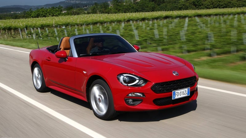 Illustration for article titled Take A Live Tour Of The 2017 Fiat 124 Spider With Us Right Now