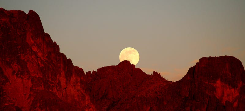 Illustration for article titled Tonight's Supermoon Will Be Almost as Glorious as Next Month's