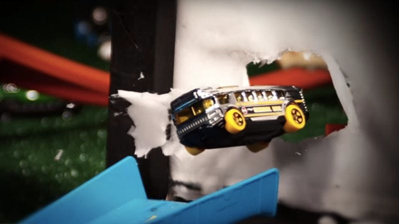 Illustration for article titled This video adds some epic grandeur to Hot Wheels races